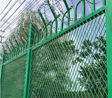新疆护栏网 新疆防护网 乌鲁木齐隔离栅图片