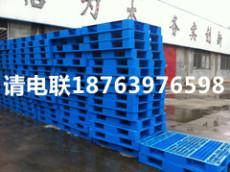 蛟河有賣川字平板塑料托盤1210的廠家嗎