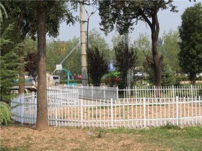 内蒙古锌钢草坪护栏 包头锌钢草坪围栏
