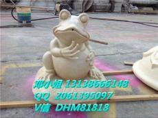砂岩抱头吐水蛙园林雕塑立体青蛙圆雕喷泉厂